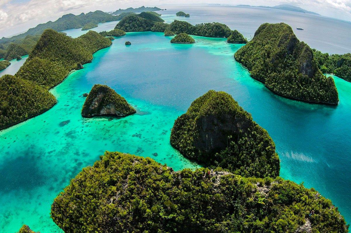 Wayag papua explorers resort raja ampat - Raja ampat explorers dive resort ...