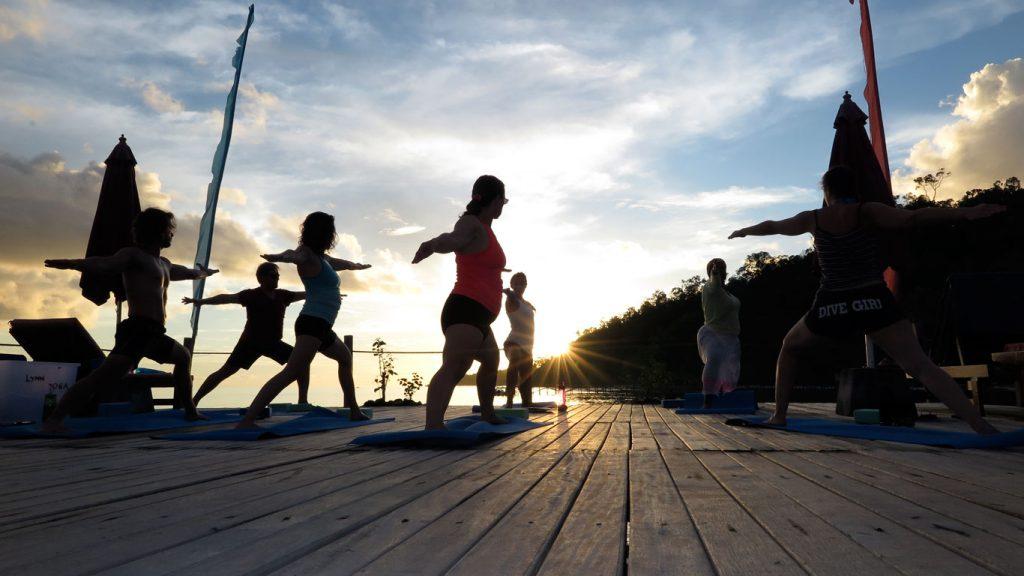 papuaexplorers_yoga2