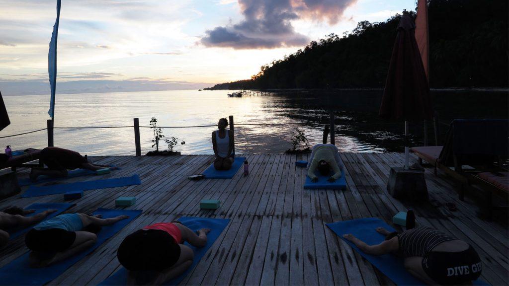 papuaexplorers_yoga3