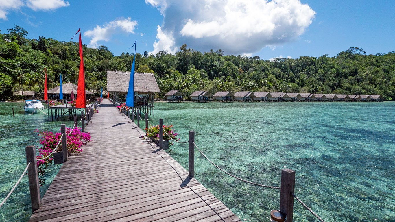 the Papua Explorers resort layout with its water bungalows, main jetty, restaurant and spa