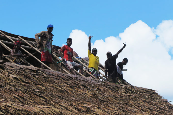 New roofs for the pondoks – a community project